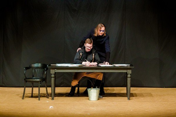 В Драмтеатре премьера «На всякого мудреца довольно простоты» завоевала сердца гродненцев (фото) - фото 2