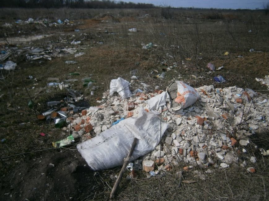 Окраина Красноармейска превратилась в мусорную свалку (фото) - фото 3