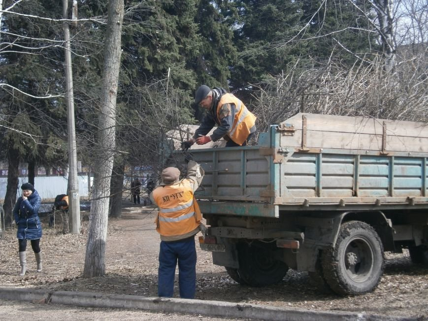 Окраина Красноармейска превратилась в мусорную свалку (фото) - фото 2
