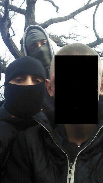 В Кривом Роге: размытым грунтом завалило дом, наркоторговец делал селфи с «Правым сектором»,  милиция раскрыла заказное убийство (фото) - фото 2