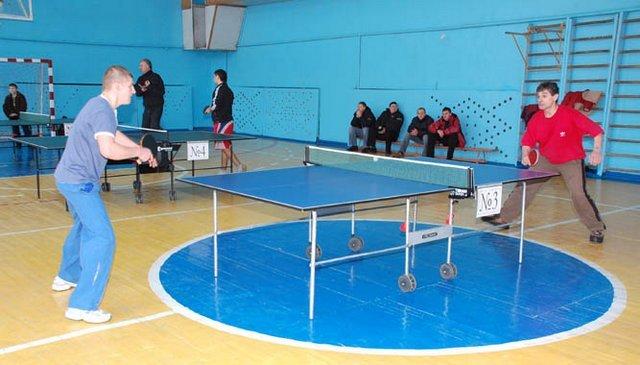 Більше півсотні юнаків та дівчат вели боротьбу в чемпіонаті Черкас з настільного тенісу, фото-1