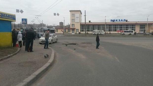 ДАІвці склали адміністративний протокол на горе-водія, якій блокував рух тролейбусів у Черкасах (фото) - фото 1