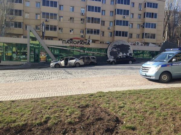 Расстрелянная машина и поврежденное кафе - последствия ночной перестрелки в Донецке (ФОТО добавлены), фото-2
