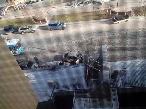 Расстрелянная машина и поврежденное кафе - последствия ночной перестрелки в Донецке (ФОТО) (фото) - фото 3
