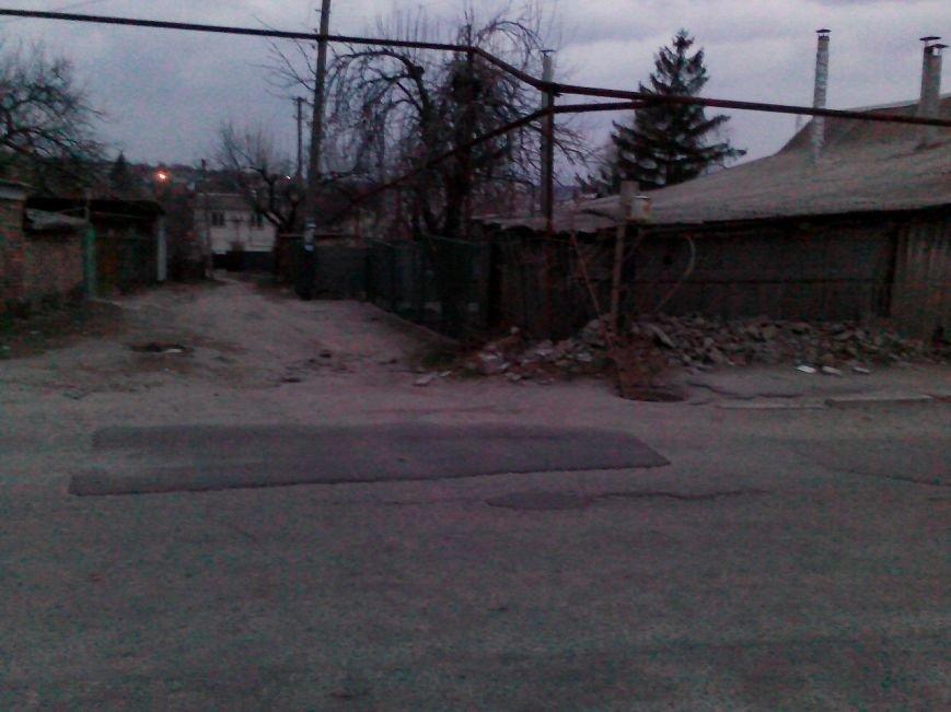 В Запорожье на Калантыровке местные жители страдают от открытого люка (ФОТОФАКТ), фото-2
