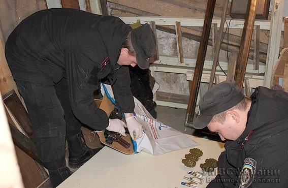 Волинські міліціонери затримали учасника АТО, який обстріляв автомобіль із вогнепальної зброї (ФОТО, ВІДЕО) (фото) - фото 1