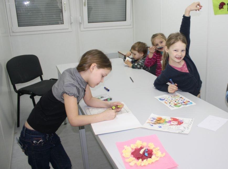 Беженцев в запорожском транзитном городке обеспечили Wi-Fi и психологической поддержкой (ФОТО) (фото) - фото 3