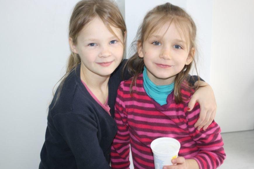 Беженцев в запорожском транзитном городке обеспечили Wi-Fi и психологической поддержкой (ФОТО) (фото) - фото 4