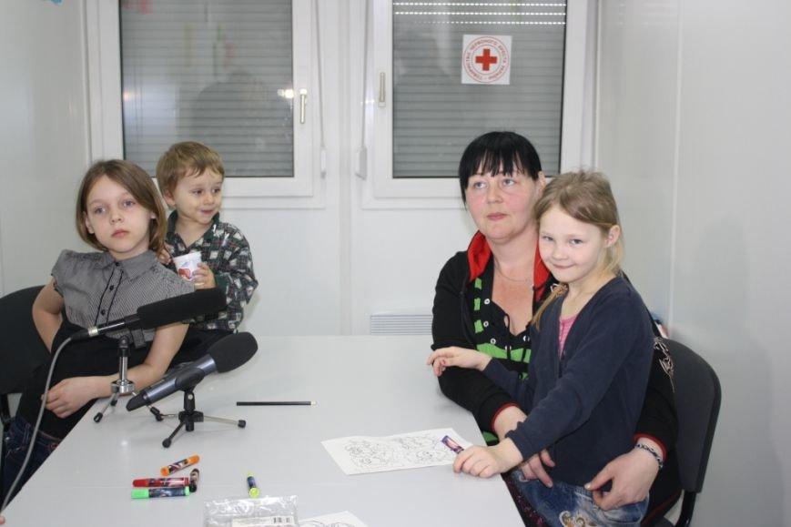 Беженцев в запорожском транзитном городке обеспечили Wi-Fi и психологической поддержкой (ФОТО) (фото) - фото 5
