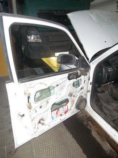 На КПП «Бенякони» задержали водителя фуры, который пытался перевезти в сумках одежду на 18 млн. рублей (фото) - фото 3