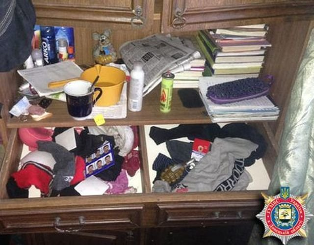 Милиция нашла в шкафу у жителя Красноармейска гранату (ФОТО), фото-1