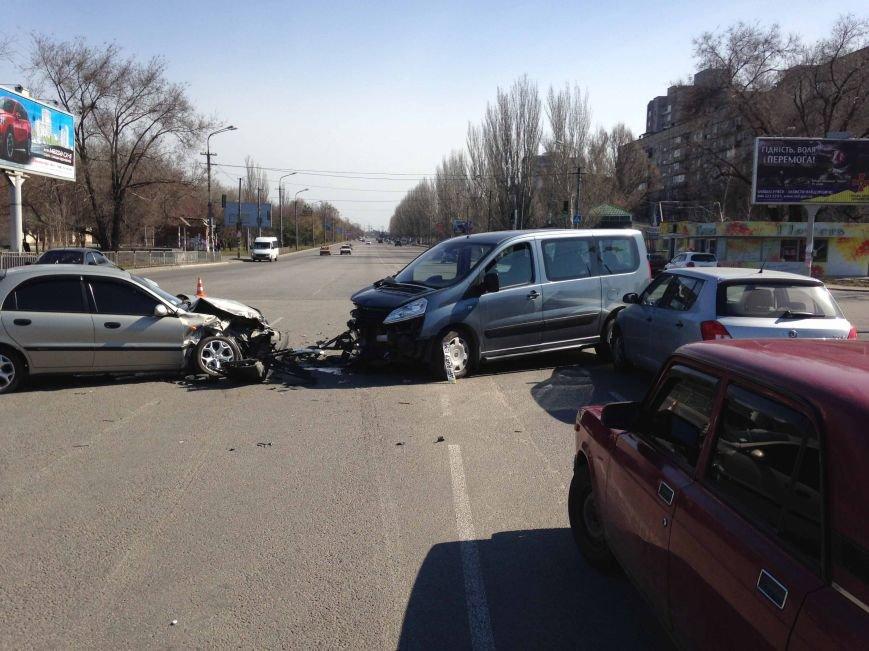 В Днепропетровске произошло ДТП, в котором пострадало три машины (ФОТО) (фото) - фото 2