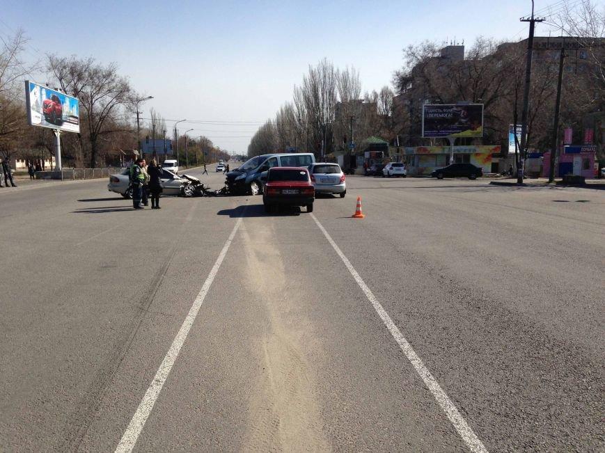 В Днепропетровске произошло ДТП, в котором пострадало три машины (ФОТО) (фото) - фото 3