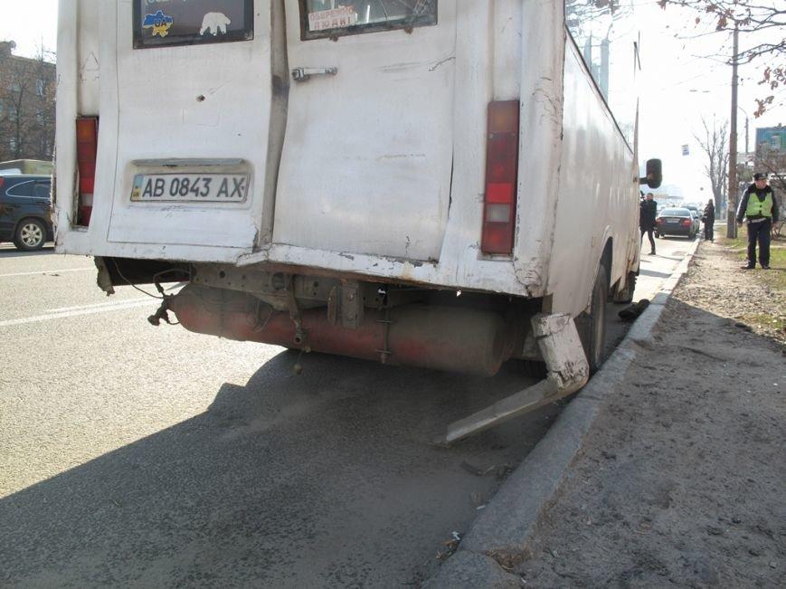 В Киеве столкнулись две маршрутки, пострадали 5 пассажиров (ФОТО) (фото) - фото 1