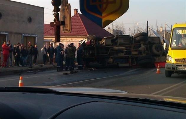В Ужгороді мікроавтобус не пропустив пожежну, яка мчала на виклик (ФОТО, ВІДЕО), фото-2