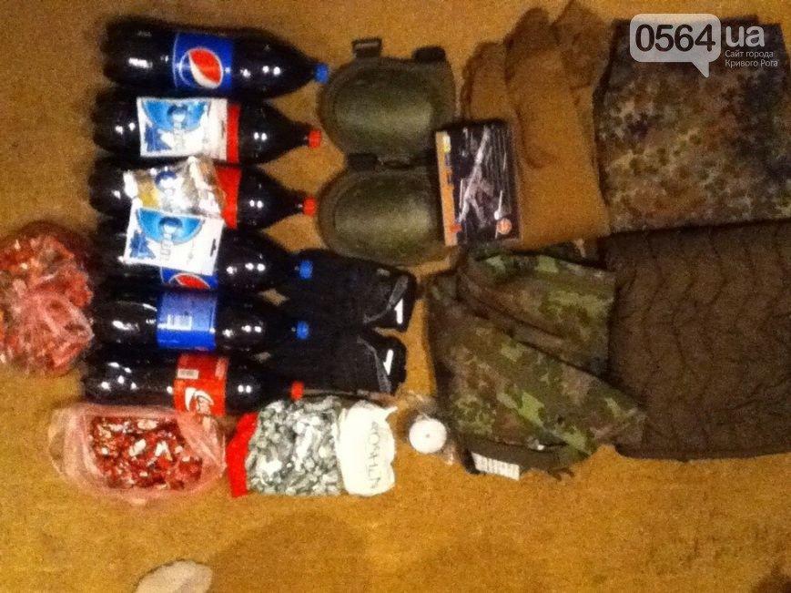 В В Кривом Роге: оборудовали банно-прачечный комплекс бойцам, ультрас передали в АТО посылки, а молодежь громила супермаркет (фото) - фото 2