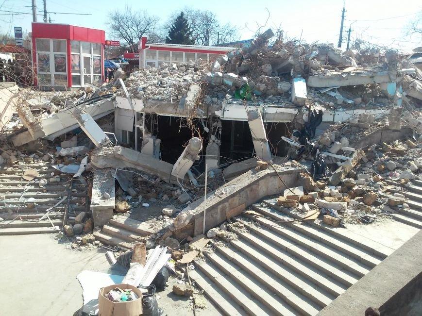Руины на входе в Центральный рынок Симферополя уберут за счет владельца снесенного здания (ФОТО), фото-3