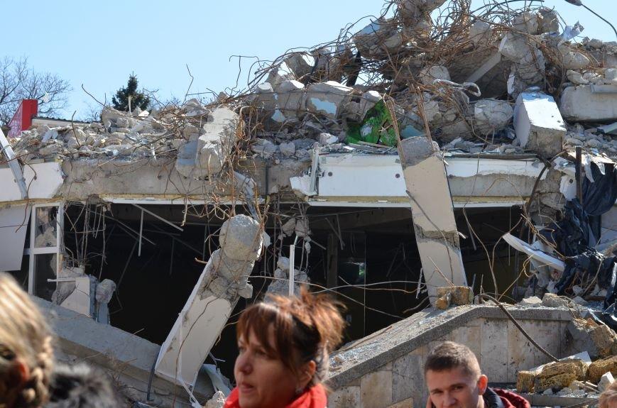 Руины на входе в Центральный рынок Симферополя уберут за счет владельца снесенного здания (ФОТО), фото-1
