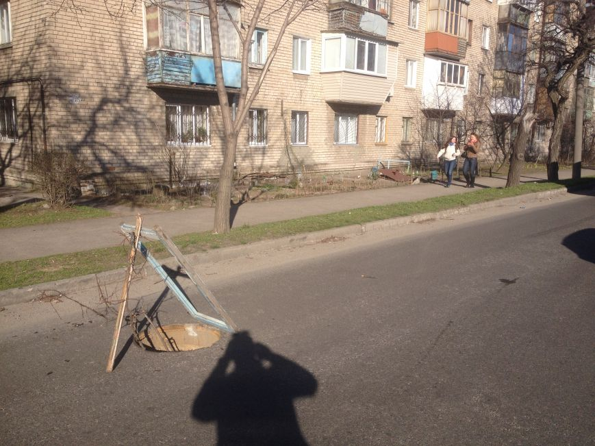 Запорожцы жалуются на открытые люки (ФОТОФАКТ), фото-3