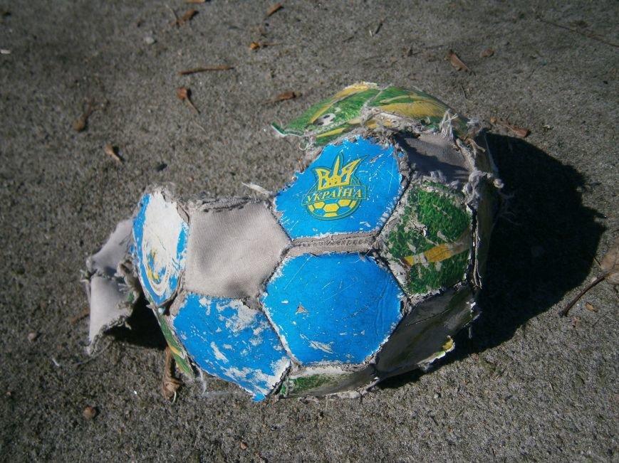 Юные футболисты Димитрова остались без спортивной площадки (ФОТОРЕПОРТАЖ) (фото) - фото 12