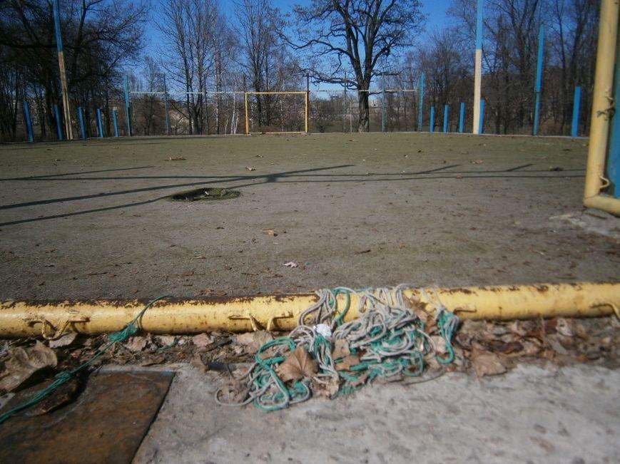 Юные футболисты Димитрова остались без спортивной площадки (ФОТОРЕПОРТАЖ) (фото) - фото 5