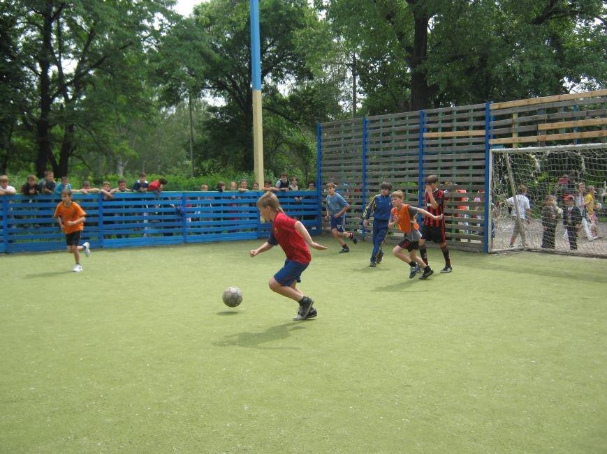 Юные футболисты Димитрова остались без спортивной площадки (ФОТОРЕПОРТАЖ), фото-1