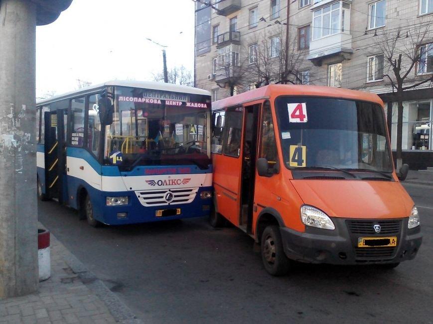 В центре Кировограде столкнулись две маршрутки. ФОТО (фото) - фото 1