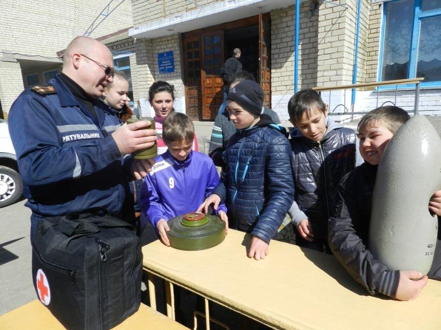 Спасатели провели широкомасштабный День гражданской защиты в сельской школе Белозерского района (фото) (фото) - фото 2