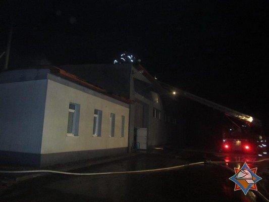 В Гродно на Скидельском шоссе загорелся склад со стройматериалами (фото) - фото 2