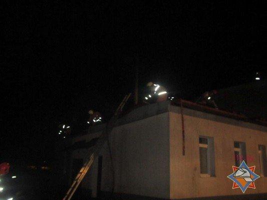 В Гродно на Скидельском шоссе загорелся склад со стройматериалами (фото) - фото 3
