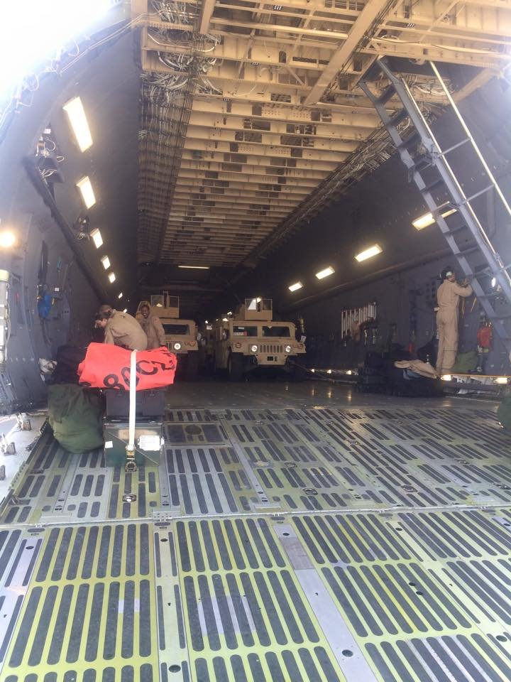 В Украину прибыла первая партия американских бронеавтомобилей HMMWV (ФОТО) (фото) - фото 1