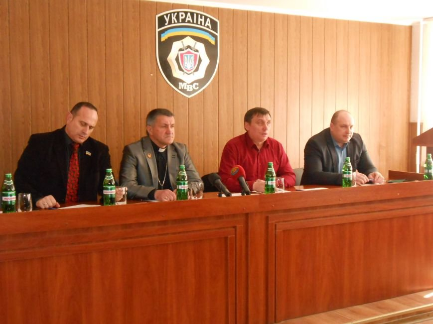 Днепродзержинск посетили представитель команды Коломойского и активисты Днепропетровска (фото) - фото 1