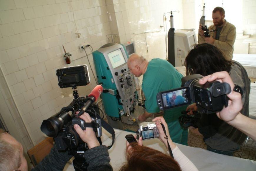 У львівському військовому шпиталі запрацював ультрасучасний апарат, який врятує життя бійців (ФОТОРЕПОРТАЖ) (фото) - фото 4