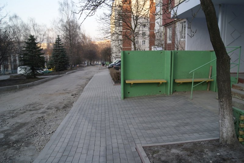 У Тернополі на вул. Чубинського комунальники виклали бруківку на тротуарах (фото) (фото) - фото 1