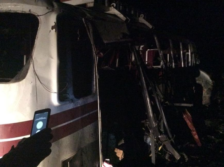 Под Артемовском на мине подорвался автобус (ФОТО), фото-2