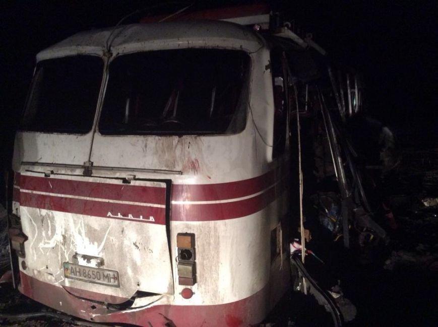Под Артемовском на мине подорвался автобус (ФОТО), фото-1