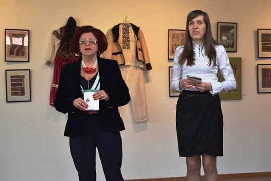 В Ужгороді презентували унікальні листівки зі схемами автентичної вишивки Закарпаття (ФОТО), фото-1