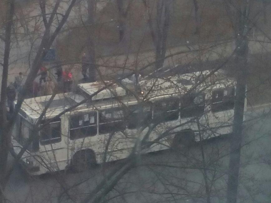 У Тернополі з невідомих причин загорівся тролейбус (фото) (фото) - фото 1