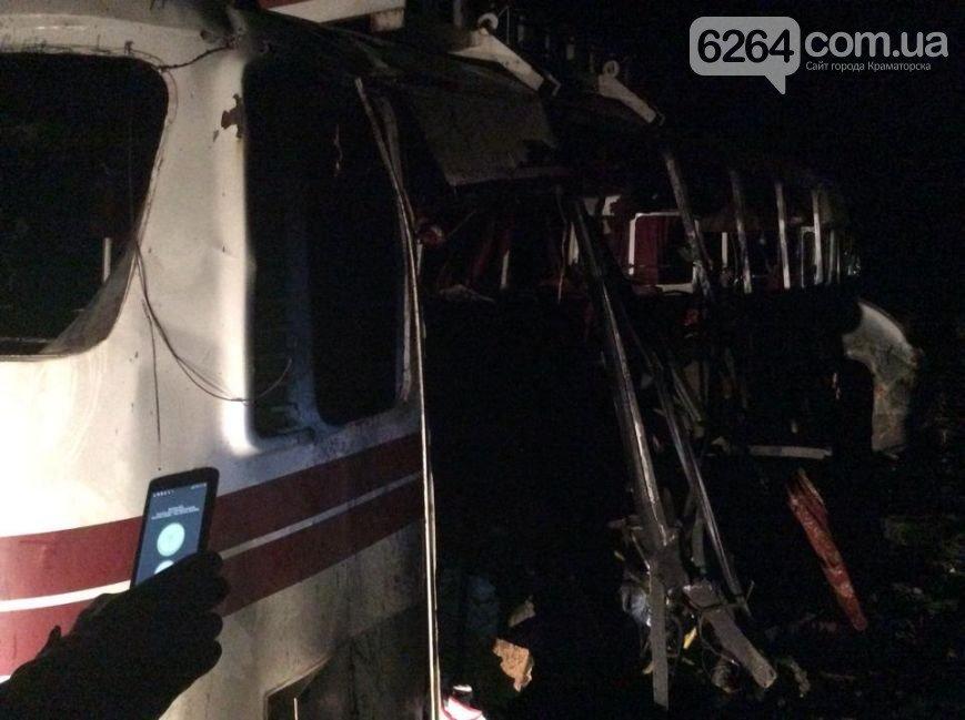 Под Артемовском на мине подорвался автобус (ФОТО) (фото) - фото 1