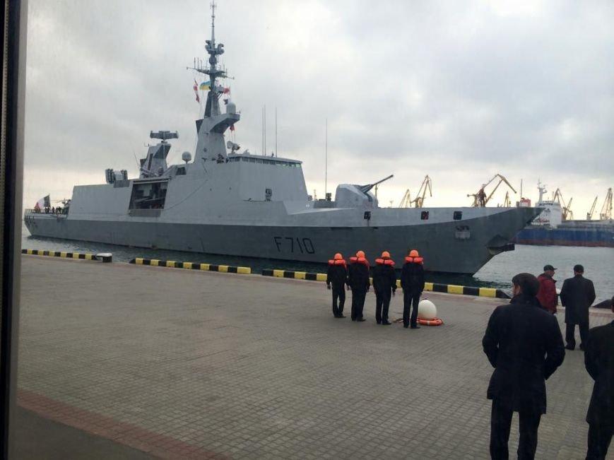 В одесский порт зашел быстроходный неуловимый радарами фрегат La Fayette (ФОТО) (фото) - фото 1