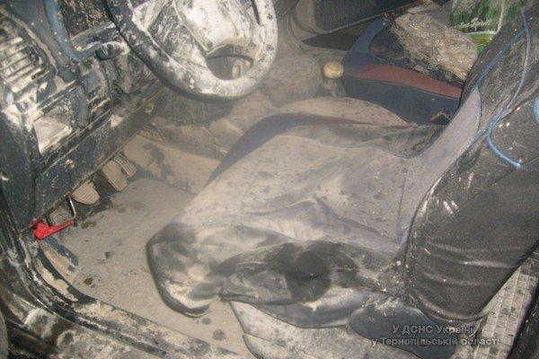 На Тернопільщині горів автомобіль «Citroen Berlingo» (фото) (фото) - фото 1