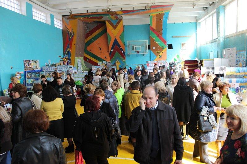 Педагоги Днепропетровщины продемонстрировали свои достижения на областной выставке (фото) - фото 2