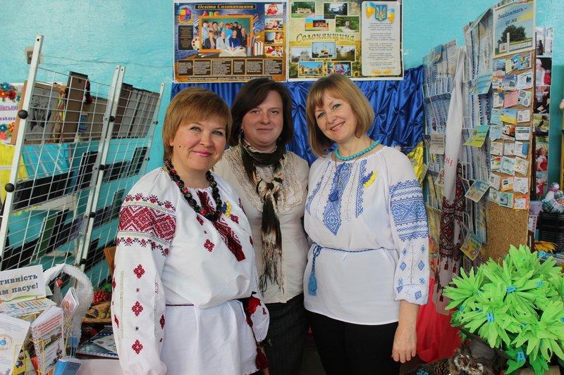 Педагоги Днепропетровщины продемонстрировали свои достижения на областной выставке (фото) - фото 3