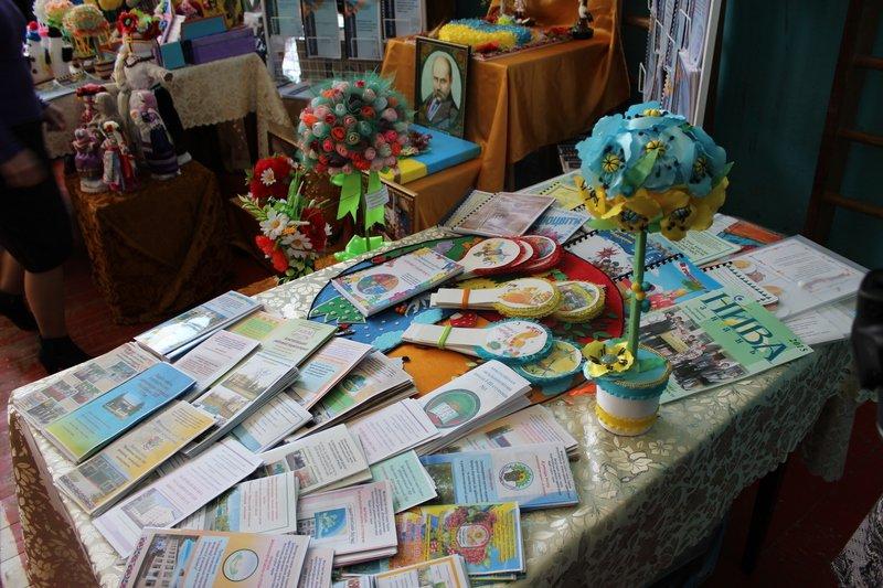 Педагоги Днепропетровщины продемонстрировали свои достижения на областной выставке (фото) - фото 4