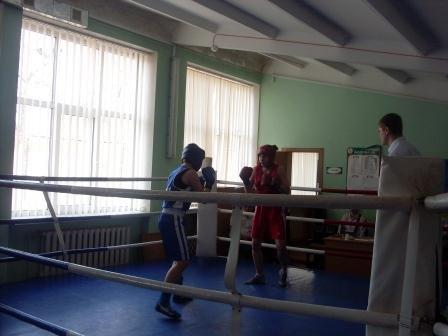 Лучшие девушки-боксеры показали свое мастерство на криворожском ринге (ФОТО) (фото) - фото 1