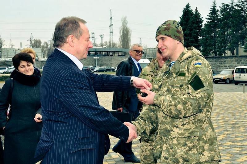 Атомщики Южноукраинской АЭС передали николаевским десантникам 3 автомобиля (ФОТО) (фото) - фото 1