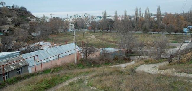 В Симферополе на месте памятника культуры крымских татар строят каток (ФОТО) (фото) - фото 1