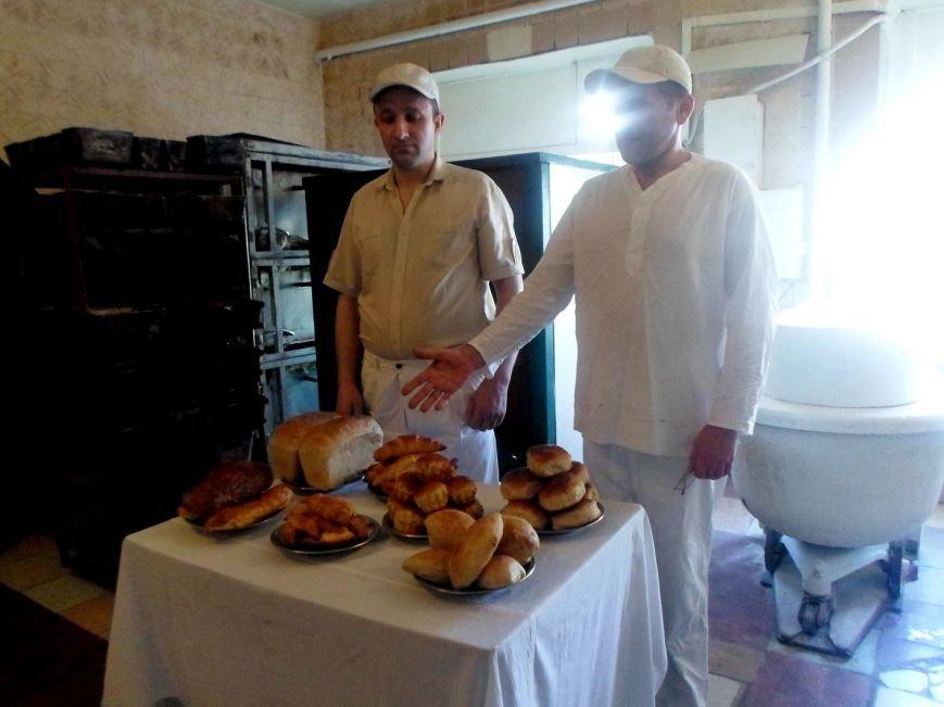 У Райківській колонії засуджені випікали пиріжки з капустою, картоплею та лівером, рогаликами з джемом. (фото) - фото 1