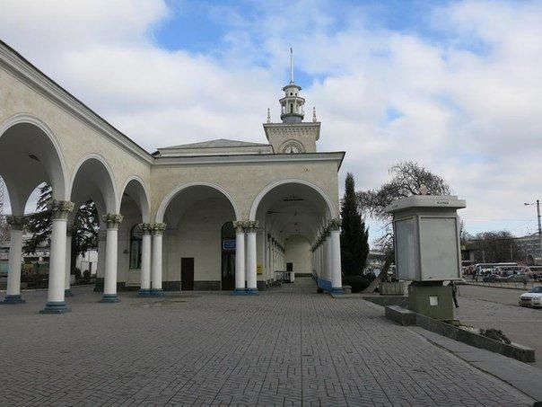 В опустевшем здании ж/д вокзала Симферополя предлагают проводить концерты (фото) - фото 6