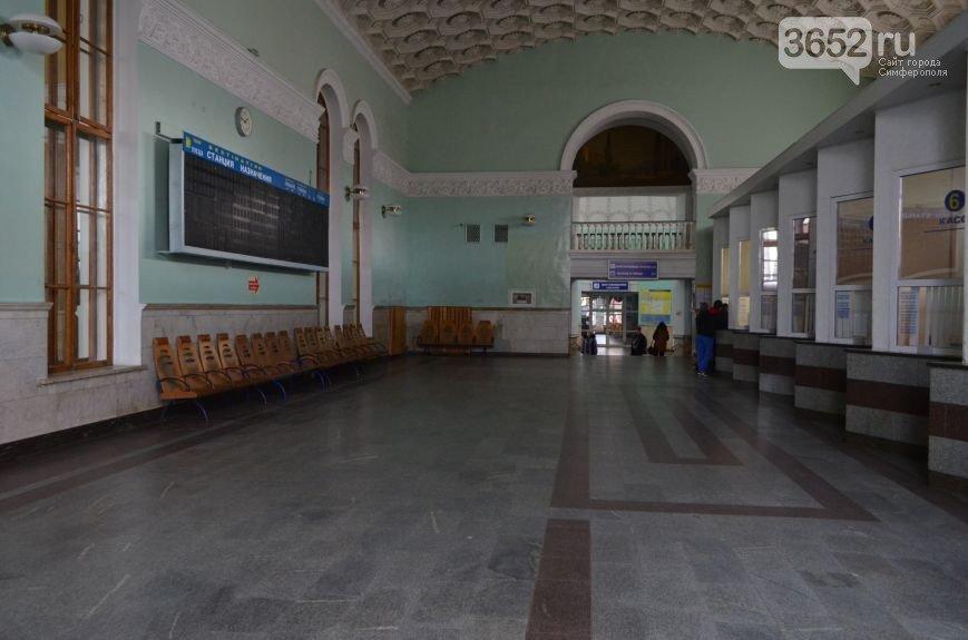 В опустевшем здании ж/д вокзала Симферополя предлагают проводить концерты (фото) - фото 4